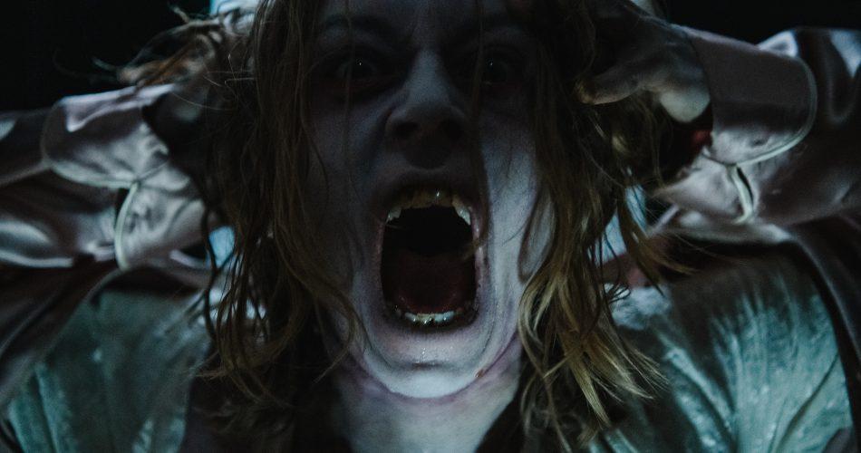 Hotel Paranormal Season 2 ghost bride screaming at the camera